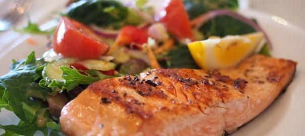 Salada Asiática com Salmão marinado